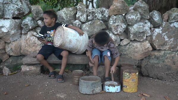 Dos niños mexicanos rompen con todas sus limitaciones para mostrar sus habilidades  - Sputnik Mundo