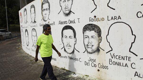 Un mural con los rostros de los mártires asesinados en las protestas del 9 de julio de 1964 - Sputnik Mundo