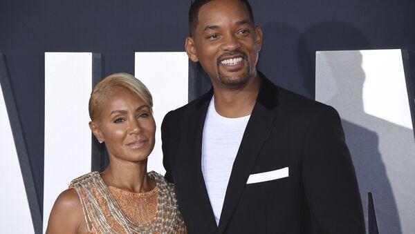 El actor estadounidense Will Smith con su esposa Jada Pinkett Smith - Sputnik Mundo