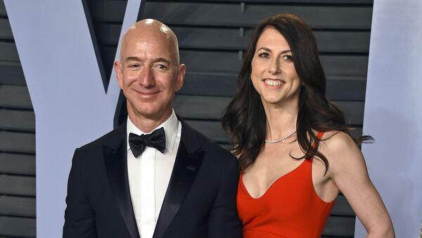 El fundador de Amazon, Jeff Bezos, y su exesposa, MacKenzie Bezos - Sputnik Mundo