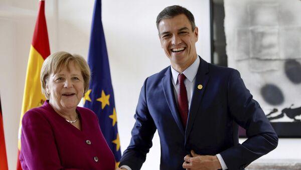 La canciller alemana, Angela Merkel, y el presidente del Gobierno español, Pedro Sánchez - Sputnik Mundo