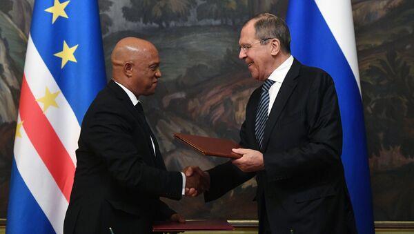 El canciller ruso, Serguéi Lavrov, y su homólogo de Cabo Verde, Luís Filipe Lopes Tavares (archivo) - Sputnik Mundo