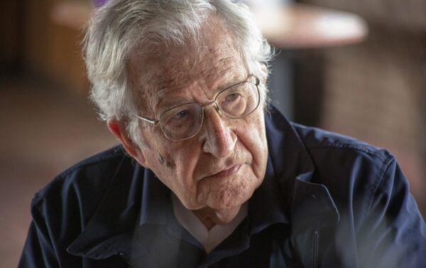 Noam Chomsky - Sputnik Mundo