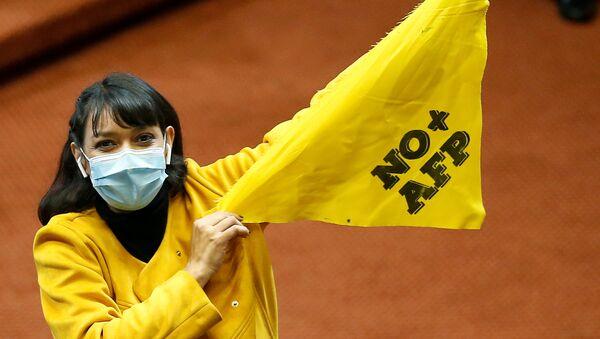 Diputada chilena Natalia Castillo durante la votación de la reforma constitucional - Sputnik Mundo