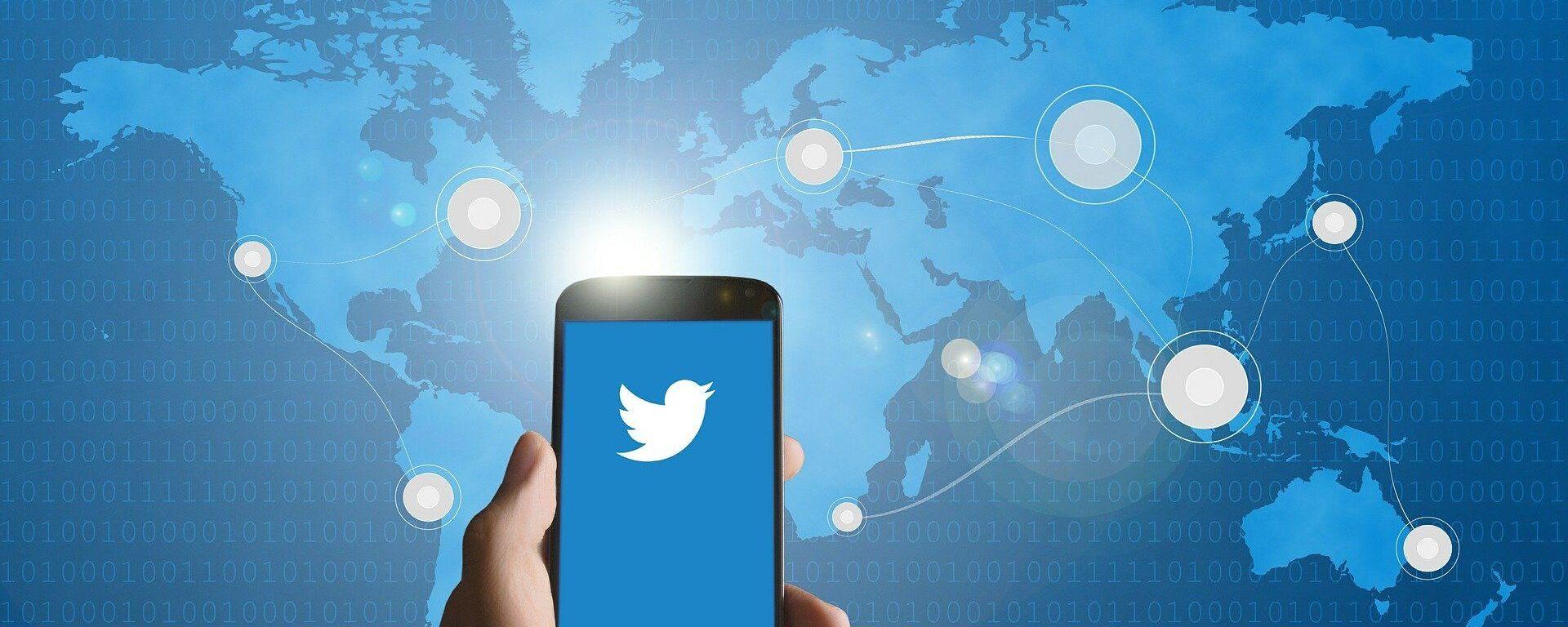 Un smartphone con el logo de Twitter (imagen referencial) - Sputnik Mundo, 1920, 18.01.2021