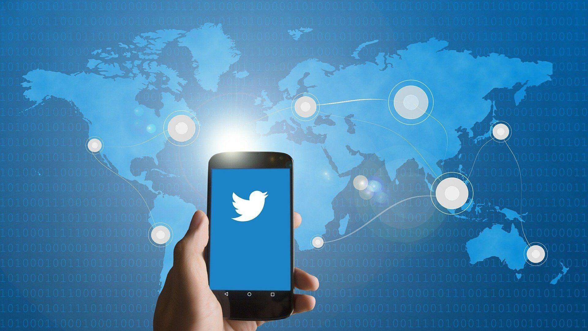 Un smartphone con el logo de Twitter (imagen referencial) - Sputnik Mundo, 1920, 10.03.2021
