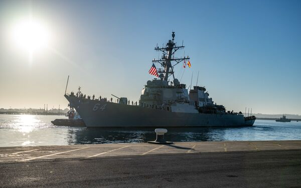 El destructor estadounidense USS Carney en la base militar en Rota, España - Sputnik Mundo