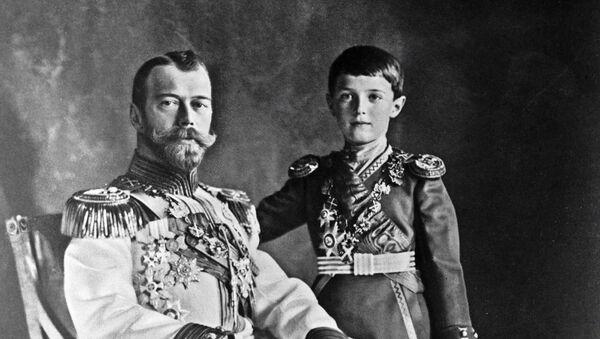 El último zar ruso, Nicolás Románov, con su hijo Alexéi - Sputnik Mundo