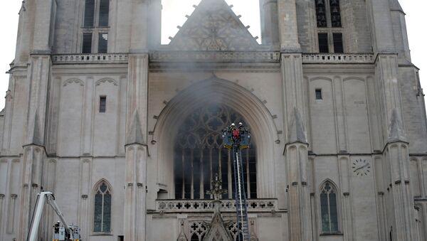 Incendio en la catedral de Nantes en Francia - Sputnik Mundo