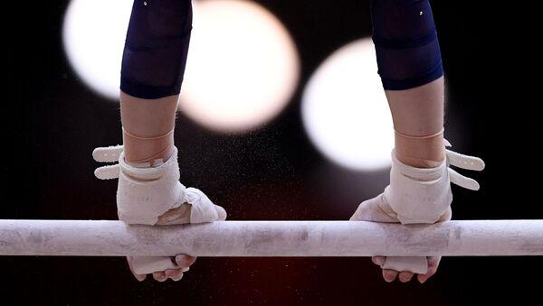 Una deportista en las barras - Sputnik Mundo