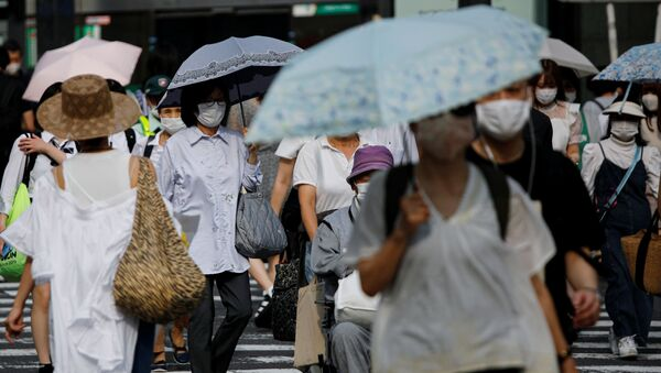 Gente con mascarillas durante brote de coronavirus en Japón - Sputnik Mundo