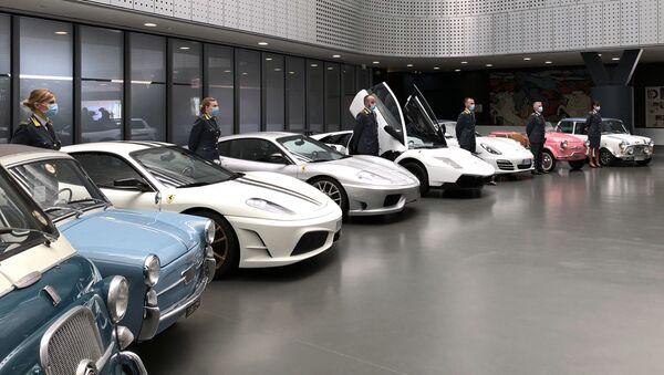 Конфискованные автомобили в Автомобильном музее Турина - Sputnik Mundo