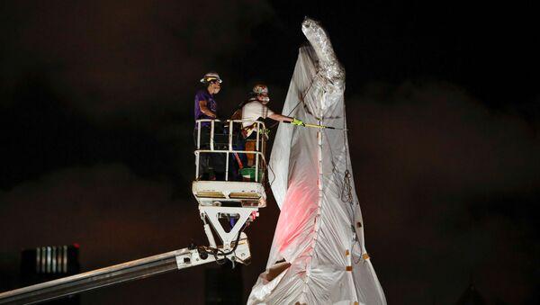 Retiran la estatua de Cristóbal Colón en Chicago - Sputnik Mundo