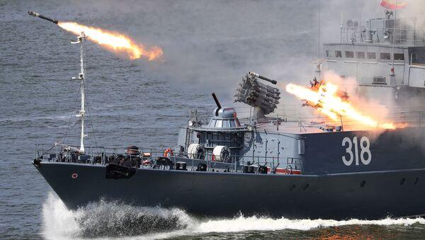 Малый противолодочный корабль «Алексин» во время празднования Дня Военно-морского флота в Балтийске  - Sputnik Mundo