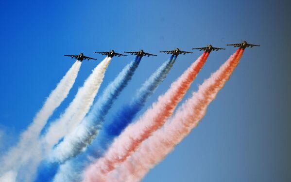 Штурмовики Су-25 на Главном военно-морском параде России в Санкт-Петербурге - Sputnik Mundo