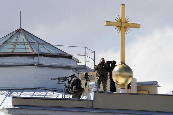 Снайперы во время Главного военно-морского парада России в Санкт-Петербурге  - Sputnik Mundo