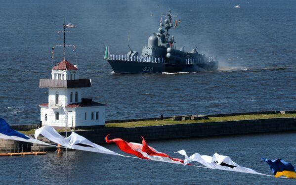 Ракетный катер Чувашия проекта 1241 во время Главного военно-морского парада по случаю Дня Военно-морского флота РФ на Кронштадтском рейде в Финском заливе - Sputnik Mundo