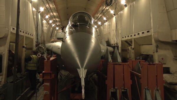 Cómo un An-22 ruso transporta un MiG-29 - Sputnik Mundo