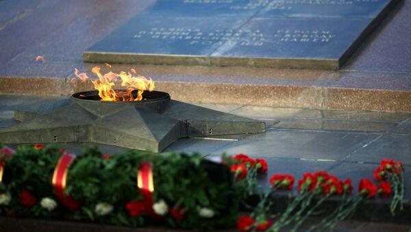 Una tumba común en la ciudad de Volgogrado (antiguo Stalingrado) - Sputnik Mundo