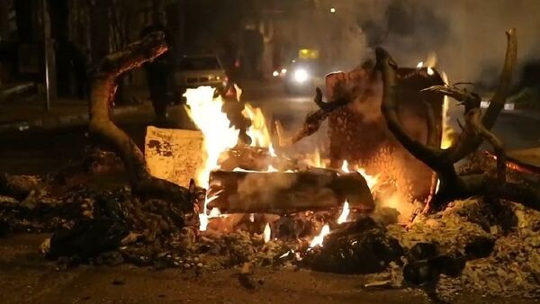 Disturbios y cacerolazos marcan el balance anual de la gestión de Piñera en Chile - Sputnik Mundo