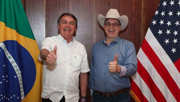 Jair Bolsonaro, presidente de Brasil, y Todd Chapman, embajador de EEUU - Sputnik Mundo