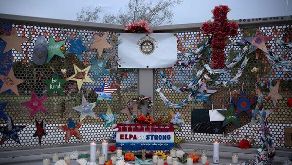 Homenaje a fallecidos en masacre de El Paso - Sputnik Mundo