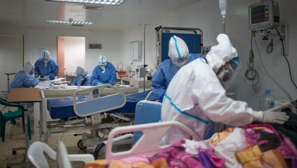 Brigada cubana atiende Unidad de Cuidados Intensivos en hospital de Caracas - Sputnik Mundo