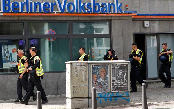 Policías en el lugar del ataque al banco en Berlín - Sputnik Mundo
