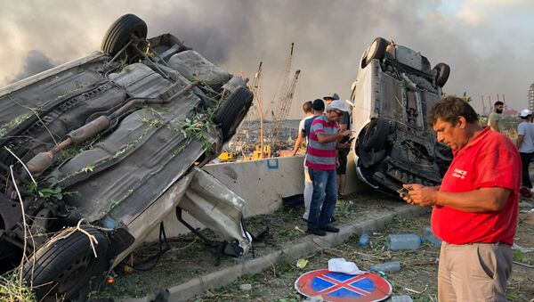 Машины, поврежденные в результате взрыва в Бейруте - Sputnik Mundo