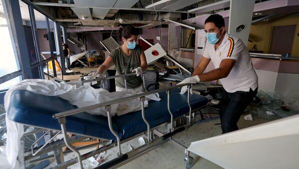 Un hospital en Beirut dañado por explosión - Sputnik Mundo