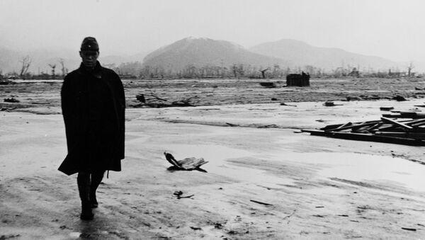 Un soldado japonés en Hiroshima después del ataque nuclear de EEUU - Sputnik Mundo