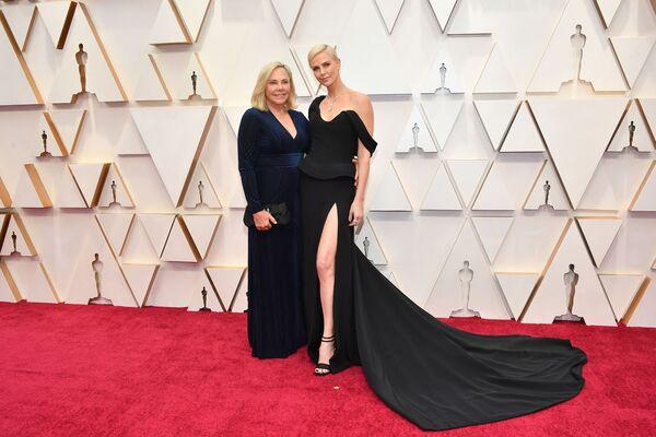 Актриса Шарлиз Терон с мамой Гердой Джейкоб Алеттой на 92-й церемонии вручения премии Оскар - Sputnik Mundo
