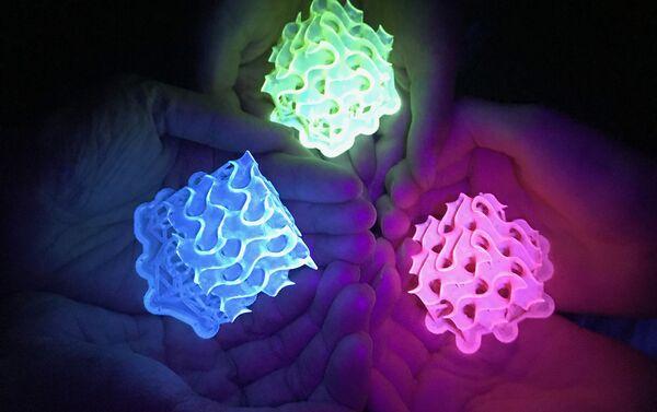 Giróscopos brillantes impresos en 3D hechos con los materiales brillantes SMILES - Sputnik Mundo