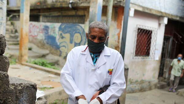 Un doctor recorre el barrio de Las Mayas durante la pandemia de coronavirus en Caracas, Venezuela - Sputnik Mundo