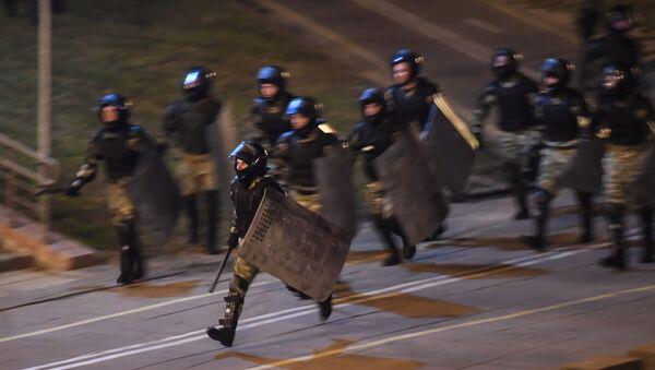 La Policía durante las protestas en Bielorrusia - Sputnik Mundo