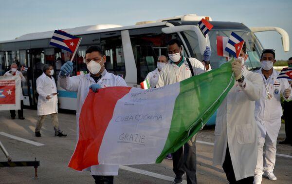 Contingente de la Brigada Médica Internacional Henry Reeve llega a Cuba después de cumplir su misión en Italia contra el coronavirus - Sputnik Mundo