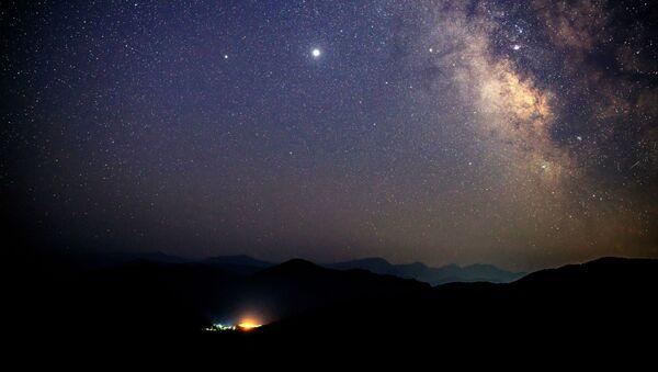 Las perseidas: la lluvia de meteoros anual más esperada, en imágenes   - Sputnik Mundo