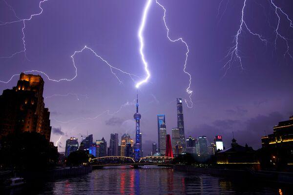 Всполохи молний над Шанхаем, Китай - Sputnik Mundo
