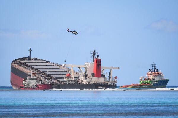 Судно MV Wakashio, севшее на мель у побережья юго-восточного Маврикия - Sputnik Mundo
