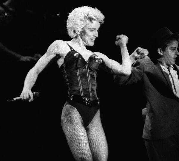 Madonna en 1987, en un concierto en Paris, Francia - Sputnik Mundo
