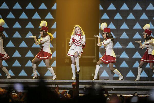 Madonna en octubre de 2012 durante un concierto en Los Ángeles, California - Sputnik Mundo