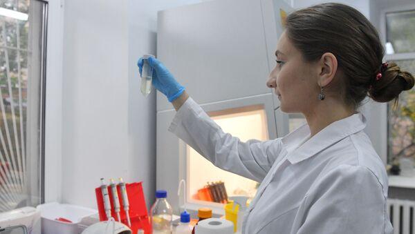 Desarrollo de la vacuna rusa contra el COVID-19 - Sputnik Mundo