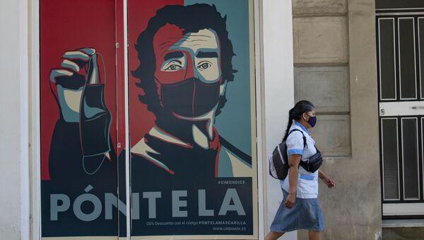 Mural en la pared con la cara de Fernando Simón - Sputnik Mundo