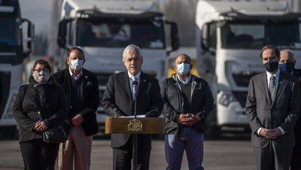 Presidente de Chile, Sebastián Piñera, firma Proyecto de Ley  que eleva penas por quema de camiones  - Sputnik Mundo