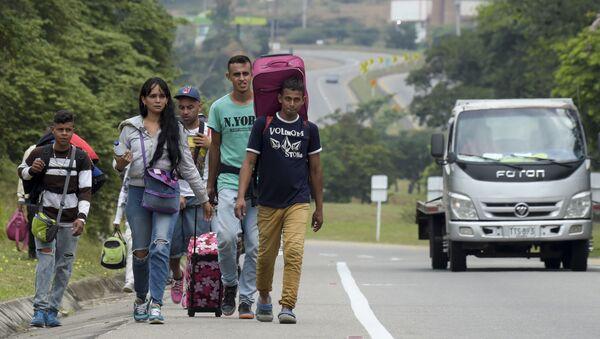 Migrantes venezolanos de camino a Colombia - Sputnik Mundo