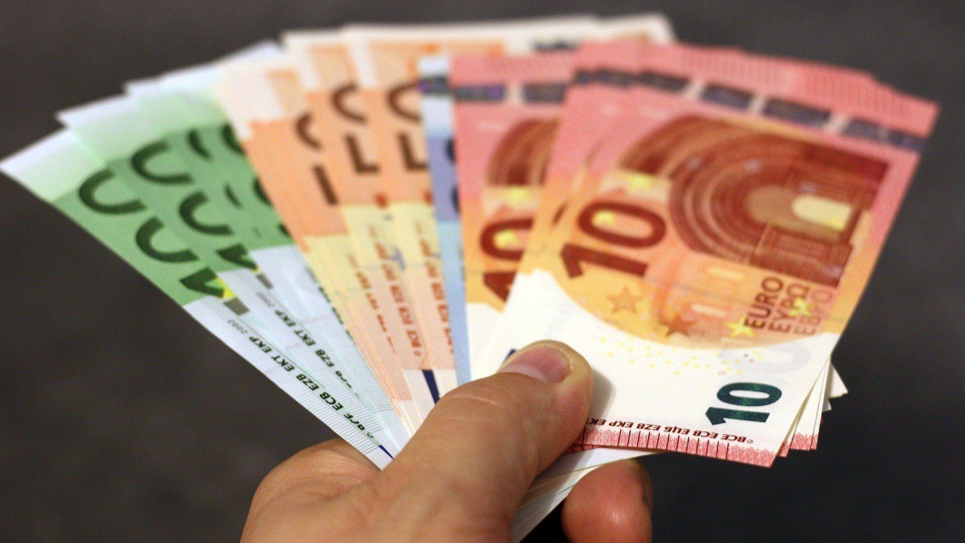 Billetes de dinero en euros - Sputnik Mundo, 1920, 27.07.2021
