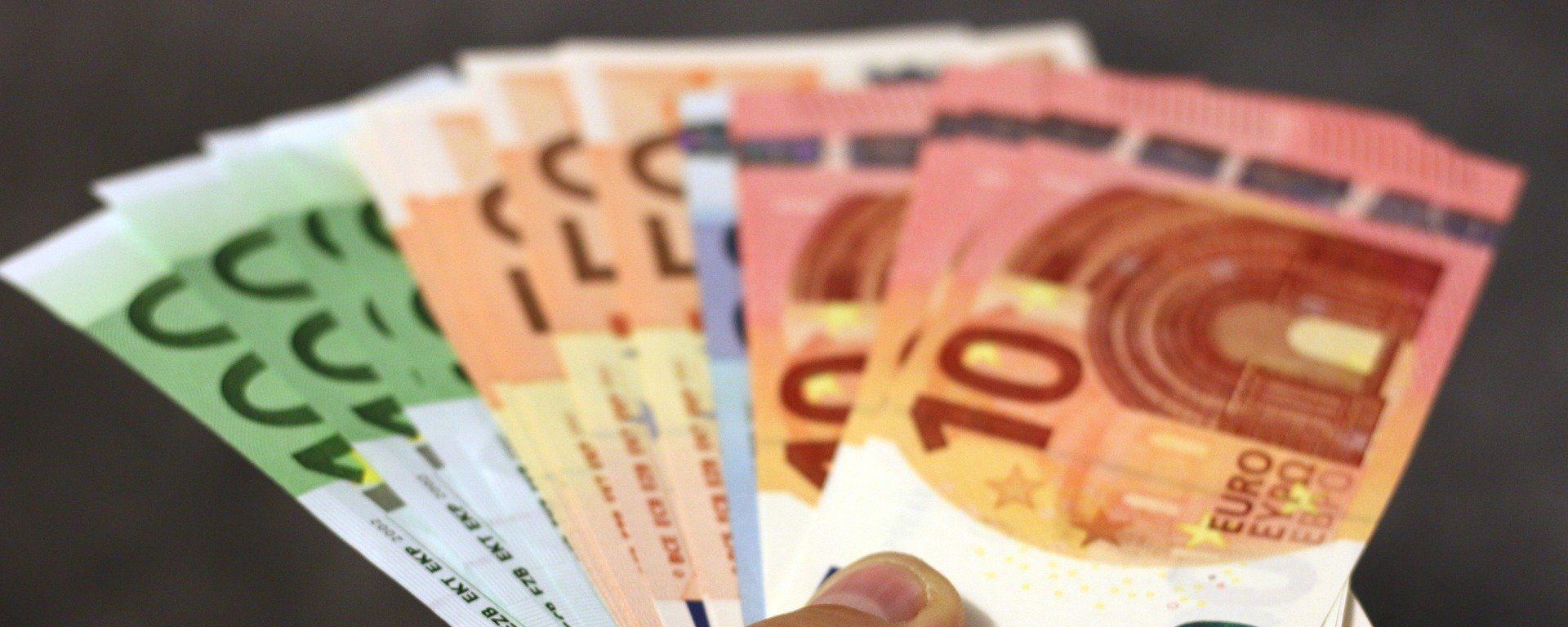 Billetes de dinero en euros - Sputnik Mundo, 1920, 05.03.2021