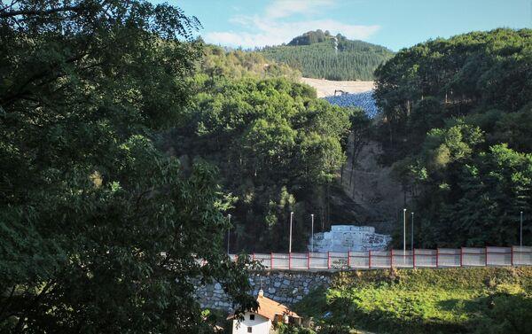 Ladera del vertedero de Zaldívar, al norte de España, donde quedaron sepultados dos trabajadores - Sputnik Mundo
