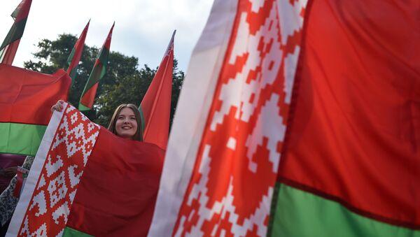 Una marcha de los seguidores de Alexandr Lukashenko en Bielorrusia - Sputnik Mundo