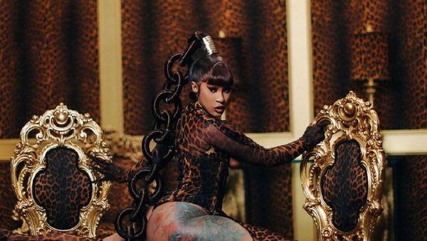Cardi B en el vídeo musical 'WAP' - Sputnik Mundo